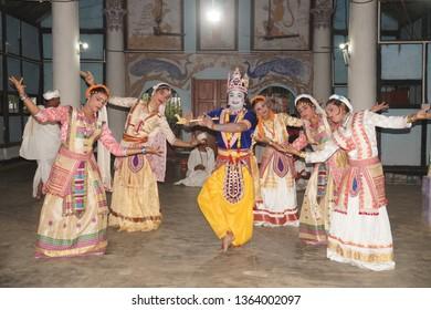 Uttar Kamalabari Sattra, Majuli Island, Assam, India. 4rth April 2019. Krishna Dance. Krishna and Gopi Dancer performing Sattriya Dance.