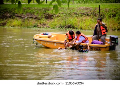 Uttaradit Province, Thailand May 25, 2018 Uttaradit Provincial Disaster Prevention and Mitigation Office Together with the military, they conducted training exercises to help flood victims. Uttaradit,