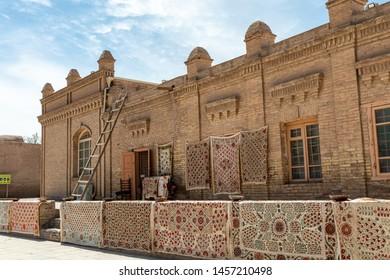Uzbekistan, Khiva, Kalta Minor and typical street of Khiva