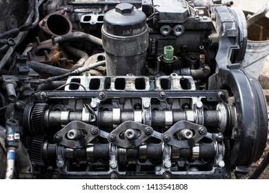 V6 diesel engine camshafts and injectors