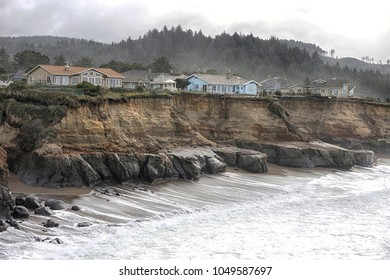 vacation homes in danger of falling into the ocean due to erosion