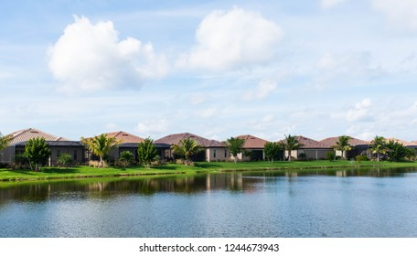 Vacation homes in a Florida golf community neighborhood