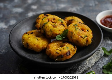 Vada/ Vadai - Tea time spicy snack with leftover rice