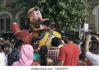 VADODARA, GUJARAT / INDIA - SEPTEMBER 5, 2017 : PEOPLE SURROUNDED TO THE STATUE OF A LORD SHREE GANESHA AND TAKING A PHOTOGRAPH THROUGH THEIR PHONES DURING THE GANESHA FESTIVAL.