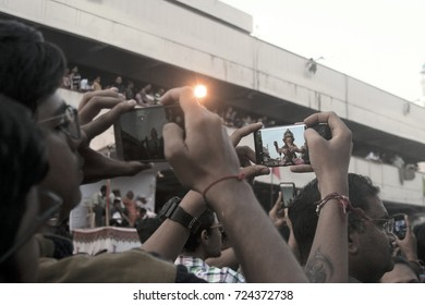 VADODARA, GUJARAT / INDIA - SEPTEMBER 5, 2017 : PEOPLE IN THE CROWD TAKING THE PHOTOGRAPH OF A STATUE THROUGH THE MOBILE PHONE DURING THE GANESHA FESTIVAL