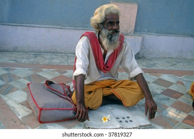 VADODARA, INDIA  - OCTOBER 27 : Sadhu or holy man sits at gate of Sun Temple, to give puja (blessings) to worshippers October 27, 2003 in Vadodara, India.