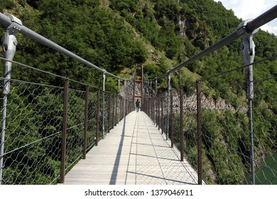 Vagli, Apuan Alps, Lucca, Tuscany. Italy.  07/09/2017. Suspended pedestrian bridge with steel cables.