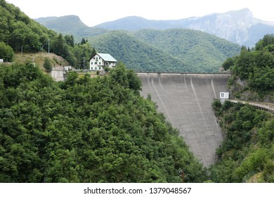 Vagli, Garfagnana, Apuan Alps, Lucca, Tuscany. Italy.  07/09/2017 . Dam in limestone in the Tuscan mountains. An artificial lake used for the production of electricity.