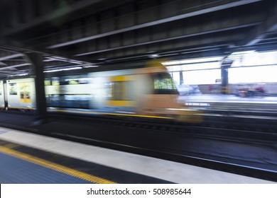 The vague Sydney subway platform