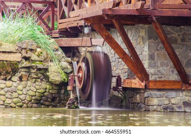 Vaintage water mill with water on long exposition