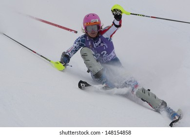 VAL D'ISERE FRANCE. 19-12-2010. Julia Mancuso (USA) slips and recovers during the Slalom section of the women's Super Combined race at the FIS Alpine skiing World Cup Val D'Isere France.