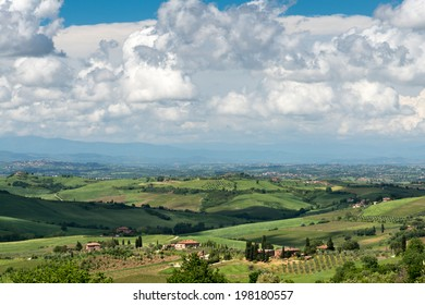 VAL D'ORCIA, TUSCANY/ITALY - MAY 16 : Farm in Val d'Orcia Tuscany on May 17, 2013