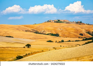 Val D'Orcia,Tuscany,Italy 12 August 2010:  Val d'Orcia  ,Group of homes on a hilltop