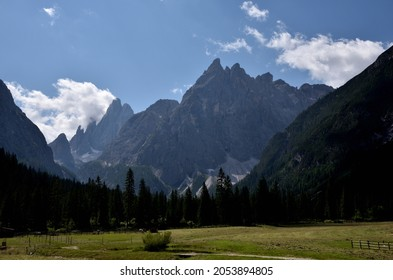 In Val Fiscalina, Cima Una 2699 meters high and in the background the Croda dei Toni 3094 meters high