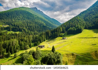 Val Grosina occidentale - Valtellina (IT) - Traditional hay processing and harvesting