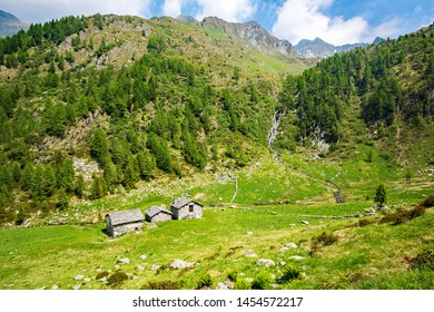 Val Tartano - Valtellina (IT) - Typical rural chalets above Arale