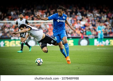 VALENCIA, SPAIN - APRIL 18: (L) Parejo, Remy during Spanish La Liga match between Valencia CF and Getafe CF at Mestalla Stadium on April 18, 2018 in Valencia, Spain