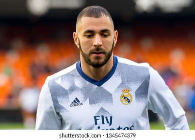 VALENCIA, SPAIN - FEB 22: Karim Benzema plays at the La Liga match between Valencia CF and Real Madrid at Mestalla on February 22, 2017 in Valencia, Spain.