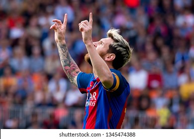 VALENCIA, SPAIN - OCT 22: Leo Messi plays at the La Liga match between Valencia CF and FC Barcelona at Mestalla on October 22, 2016 in Valencia, Spain.