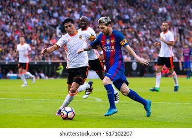 VALENCIA, SPAIN - OCT 22: Leo Messi plays at the La Liga match between Valencia CF and FC Barcelona at Mestalla on October 22, 2016 in Valencia, Spain.