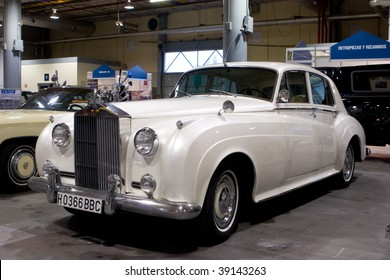 VALENCIA, SPAIN - OCTOBER 16 : Restored 1959 Rolls Royce Silver Cloud on display at the 2009 Motor Epoca Classic Car Show on October 16, 2009 in Valencia, Spain.