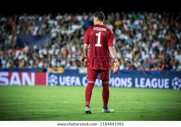 VALENCIA, SPAIN - SETEMBER 19: Wojciech Szczesny during UEFA Champions League match between Valencia CF and Juventus at Mestalla Stadium on September 19, 2018 in Valencia, Spain