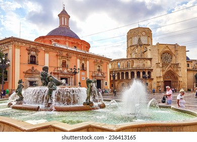 VALENCIA,SPAIN -SEPT 10:Square of Saint Mary's and fountain Rio Turia. September 10, 2014 in Valencia. Every year,Valencia(third size population  city in Spain)welcomes more than 4 million visitors.