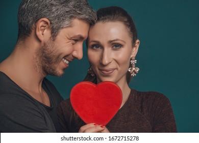 valentine love couple holding heart