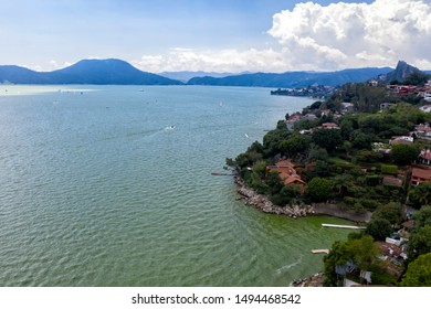 Valle de Bravo is a town and municipality located in State of Mexico, Mexico. It is located on the shore of Lake Avándaro. Is a magical town.