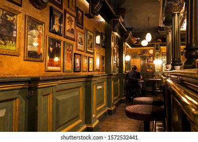 VALLETTA, MALTA: People sitting in nice restaurant with vintage interiors, old paintings, decorations and bar counter on 16 October, 2019. Malta has more than 1.6 million tourists per year