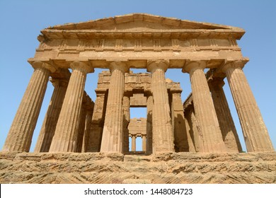 The valley of the temples of Agrigento is one of the most beautiful places in the world as regards the myth of ancient Greece.