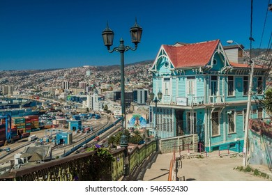 VALPARAISO, CHILE - MARCH 29, 2015: Colorful houses on hills of Valparaiso, Chile
