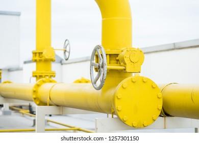 valve yellow pipe