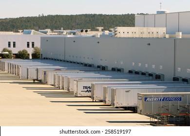 Mercedes-benz Plant Images, Stock Photos & Vectors