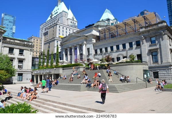 VANCOUVER, CANADA - JULY 27: Douglas Coupland's Head  at Vancouver Art Gallery on July 27 , 2014 in Vancouver, Canada. Gallery is 5th largest art gallery in Canada and largest in Western Canada.