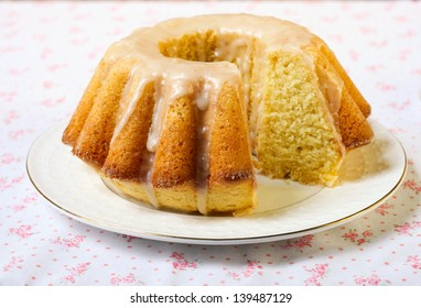 Vanilla and cinnamon bundt cake with icing