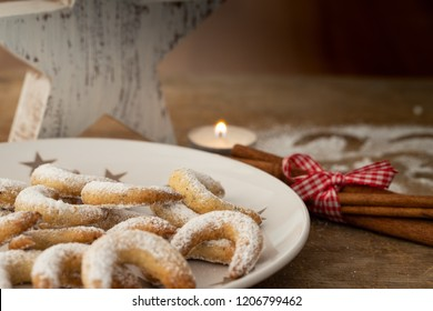 vanilla crescents on a Christmas plate