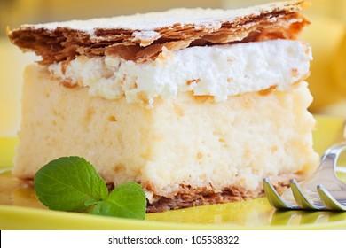 vanilla and custard cream cake dessert