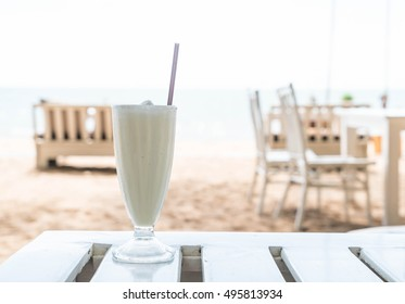 vanilla milkshake smoothie in cafe
