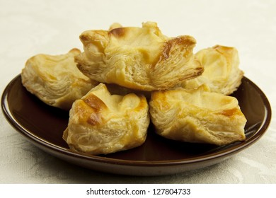 vanilla puff pastries on a ceramic plate