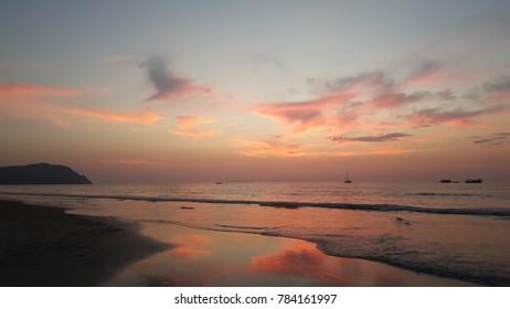 VANILLA SKY TWILIGHT AT BEAUTIFUL SEASIDE TARUTAO ISLAND, SATUN PROVINCE, THAILAND NATIONAL ATTRACTION