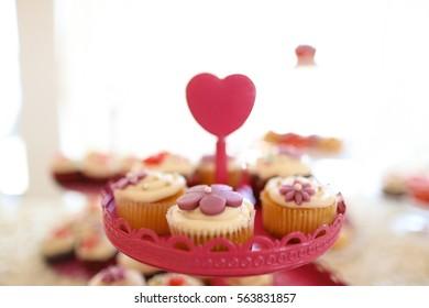 vanilla,chocolate and berry cupcakes