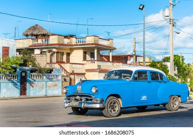 Varadero, Cuba - September 13, 2019: American blue 1953 Pontiac Chieftain DeLuxe Eight 2-dооr Sedan classic car with a withe roof parked Varadero Cuba - Serie Cuba Reportage