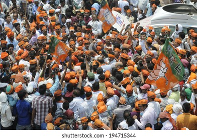 VARANASI - MAY  8: BJP leader Amit Shah and Arun Jaitley being surrounded by their supporters  while walking in a protest rally on May  8, 2014 in Varanasi , India.