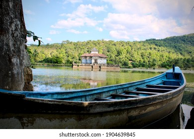The varanga Jain Basadi (Temple) is situated in the middle of a pond. The devotees or tourists have to reach there with the help of the boat operated by a local helmsman.