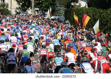 VARESE, ITALY - SEPT. 29, 2008: Uci Road World Championships , the group on Montello Hill