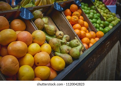 Variety Of Organic Fresh Fruits Including Oranges, Apples And Peaches On  Sale At A Stall