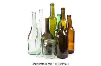 Varios paquetes vacíos de vidrio aislados sobre fondo blanco. Concepto de reciclaje