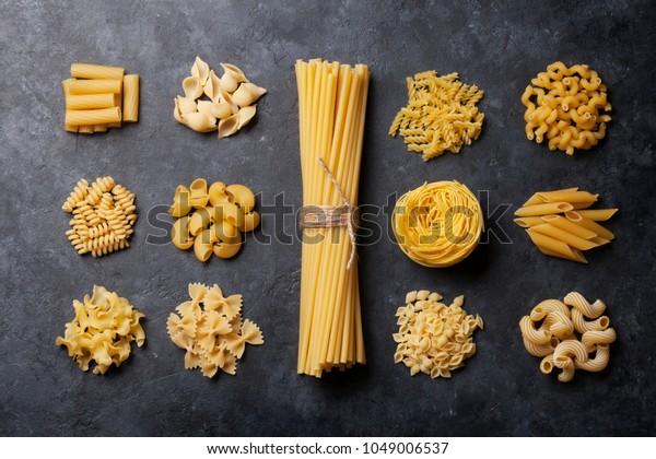 Diverses pâtes. Concept de cuisine. Vue supérieure