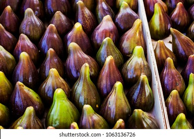 various ripe figs